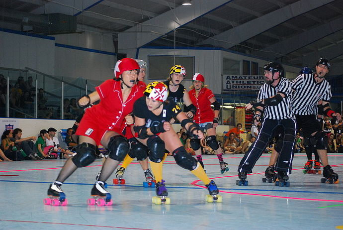 roller derby, pushing, girls, rough
